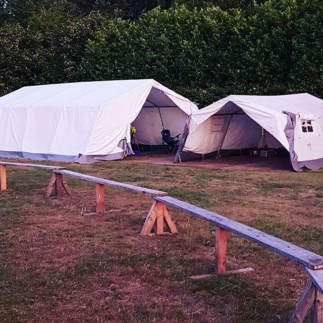 Der Anfang ist gemacht. Viele fleissige Helfer haben heute bereits alle Zelte aufgebaut. Morgen geht es dann weiter.#zlw2018 #lagerrunde #bestesWetter #zeltlager #wietmarschen #kinderfreiezeit