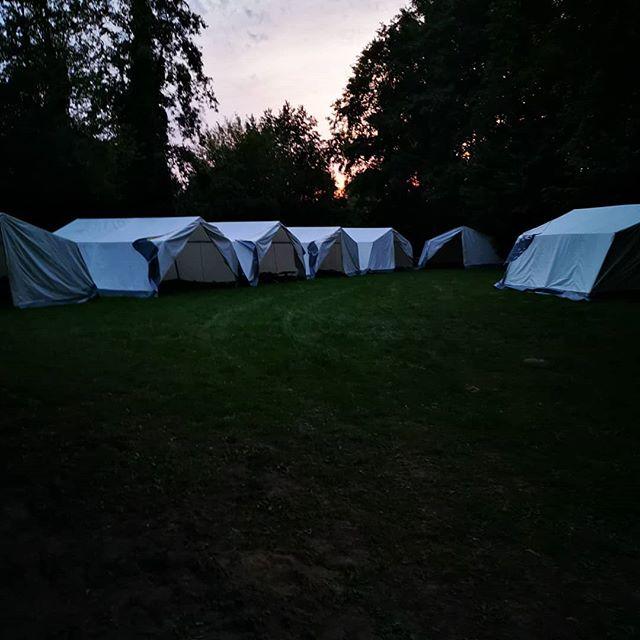 Vortrupp Tag 1 ️ Trotz des heißen Wetter haben wir heute gut was Geschafft🏻Die Zelte stehen, das Küchenzelt eingeräumt und die Strom / Wasserversorgung steht  Danke an die Gruppenleiter für die Arbeit und an Jörg für das Fahren ️ wir kommen jetzt zum gemütlichen Teil#wietmarschen #Zeltlager #LeichtWarm #SoLangeBisEsNichtMehrSchockt